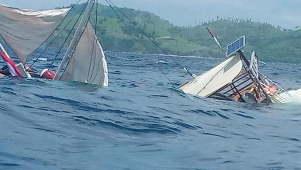 kapal-yang-ditumpangi-wartawan-istana-terbalik-di-labuan-bajo