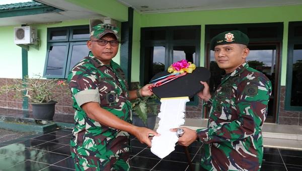 peduli-pendidikan-di-papua-satgas-yonif-mr-411-kostrad-terima-bantuan-mobil-pintar